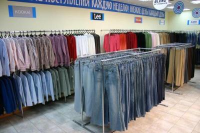 совковый интерьер дешевого магазина одежды Стокмания